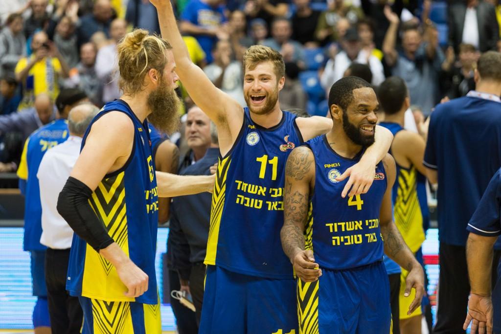וורקמן, סוואן ושולדבראנד חוגגים ניצחון של מכבי אשדוד.