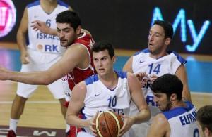 גיא פניני, יניב גרין וליאור אליהו במדי נבחרת ישראל. באדיבות איגוד הכדורסל.